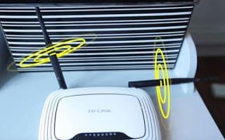 si tu modem tiene antenas busca la mejor postura